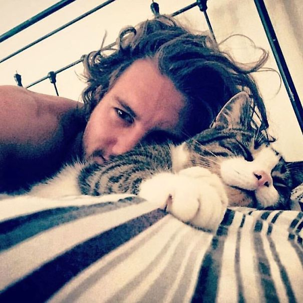 hot-dudes-with-kittens-instagram-58__605