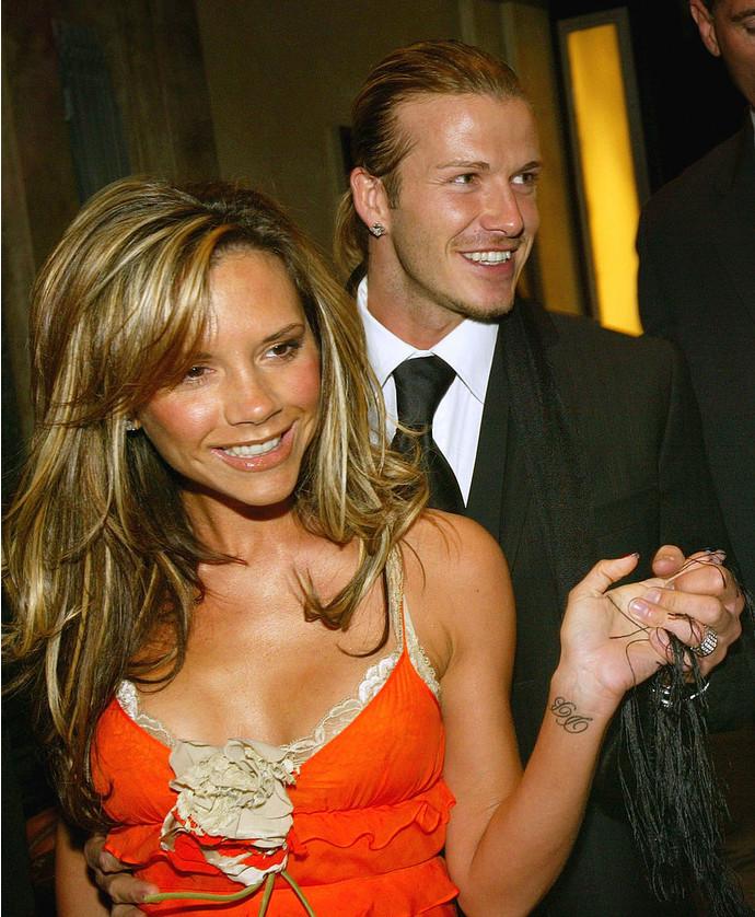 Виктория и Дэвид покидают отель Claridges в Англии (2004)
