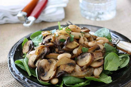 Салаты с грибами с фото или картинками