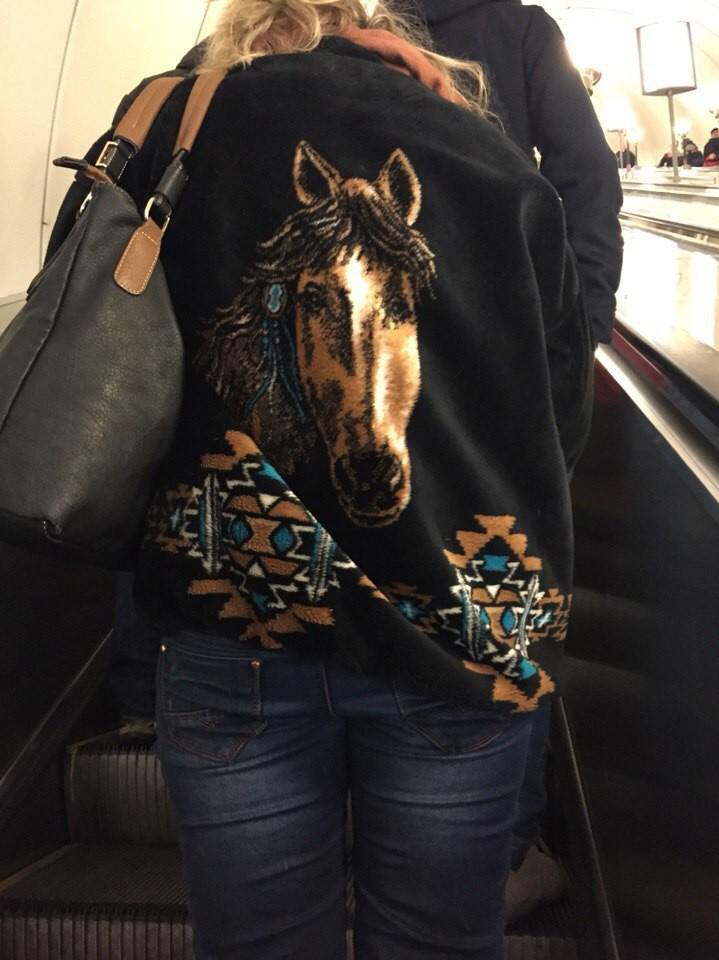 9. Прямо в душу смотрит Кстати клевая курточка люди, метро, мода, настроение