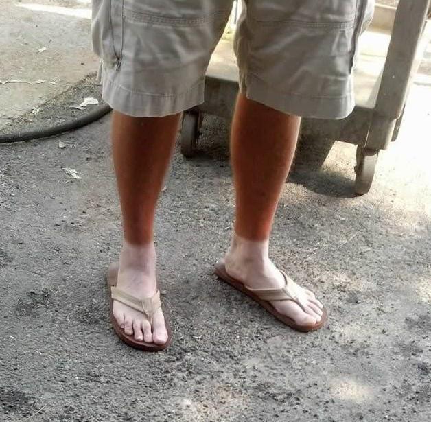 Единственный мужчина, которому пойдут носки с вьетнамками неловкость, прикол, юмор