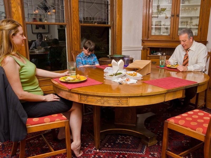 А вот и бабушка на ужин заглянула. зеркала, крипота, отражения