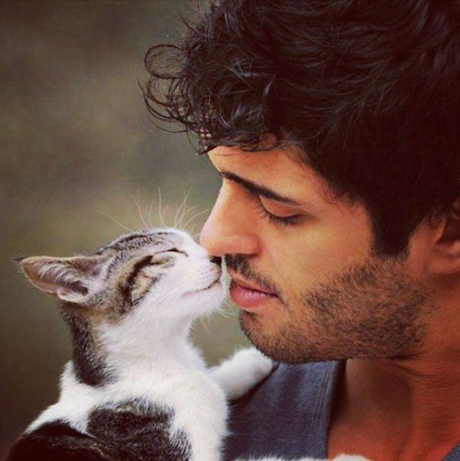 hot-dudes-with-kittens-instagram-451__605