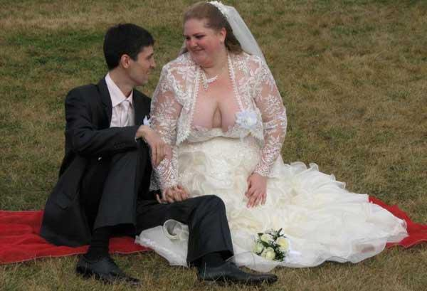 3. Будем надеяться, муж будет поддерживать ее лучше невесты, свадебное платье