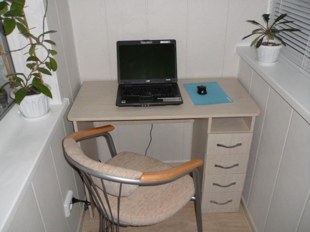 Компьютерный стол на балкон по индивидуальным размерам..
