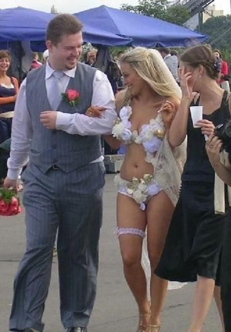 19. Зато он чертовски горд невесты, свадебное платье