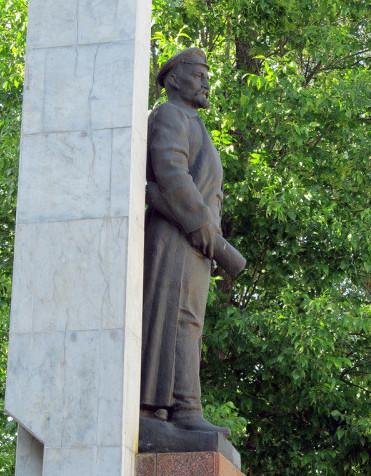 Памятник Железному Феликсу показалось, прикол, юмор