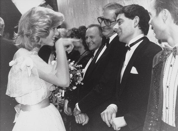 Принцесса Диана обрадовалась актеру Роуэну Аткинсону. 1984 год